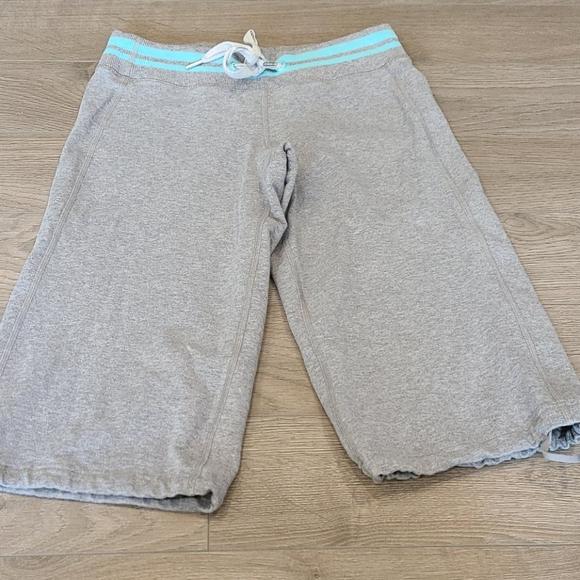 ❄️ 2/$40 Gray Lululemon Capris